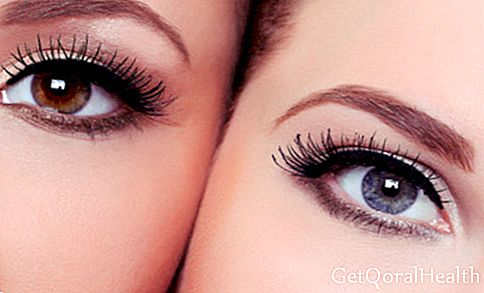 What are the risks with permanent Chinese eyelashes?