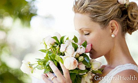 Photo gallery: 8 foods that you should not eat before your wedding