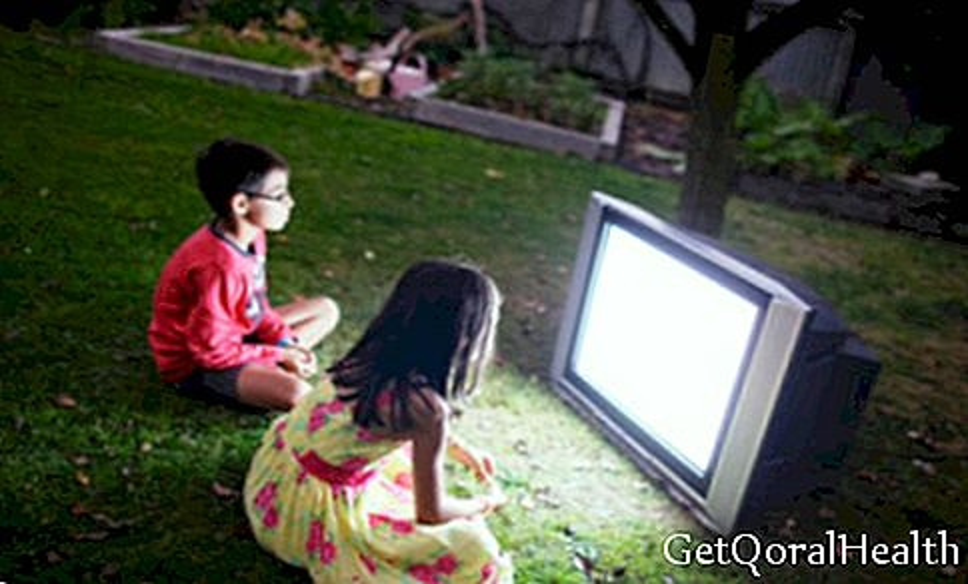 Detta kan hända med ditt barn genom att titta på TV på natten