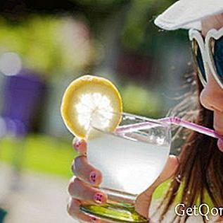 Ingwerwasser, Gurke und Zitrone