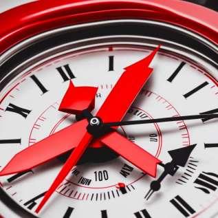 كل ساعة تشير إلى وقتها الخاص