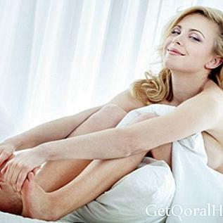 Nackt schlafen hilft beim Abnehmen